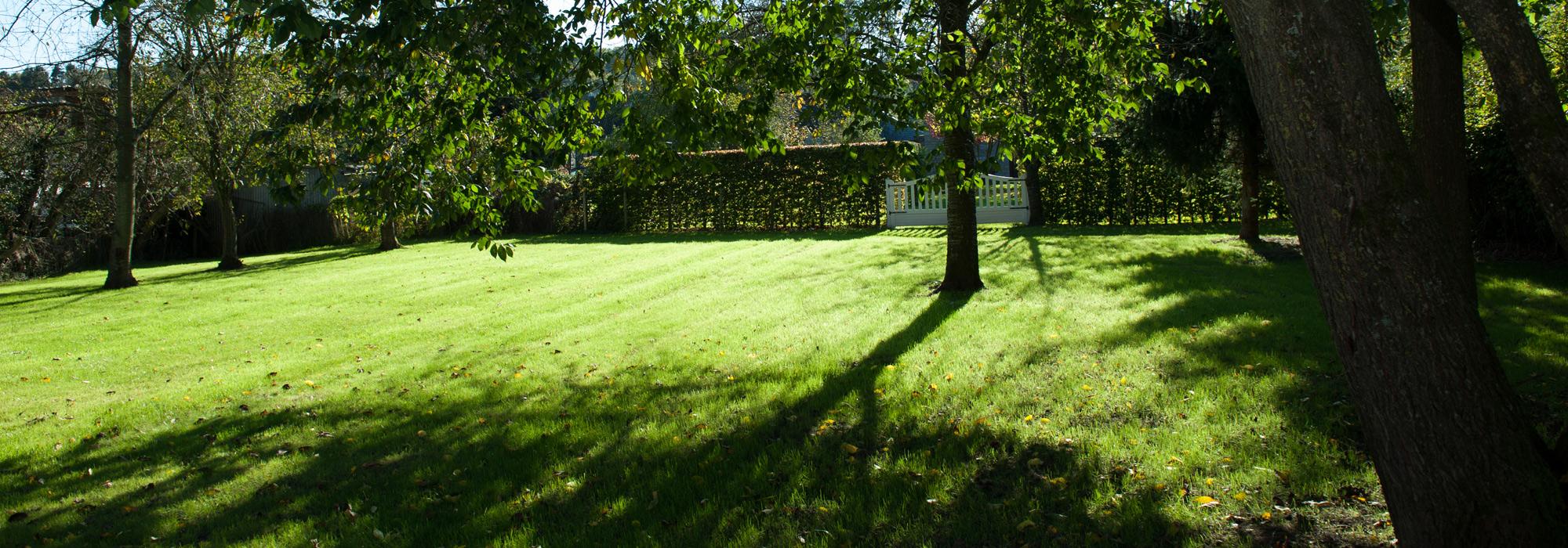 Un vaste jardin pour vous relaxer, des promenades à deux pas.